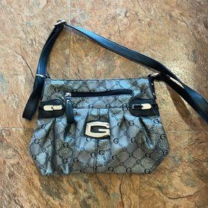 Gussage shoulder bag.